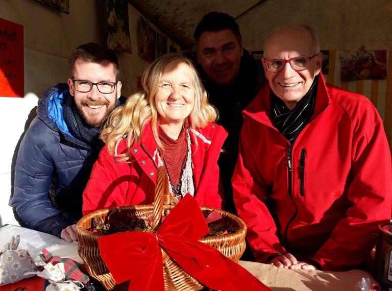 Einblicke in den 30. Fliericher Adventsmarkt in Bönen in einer Bude mit Parteigenossen